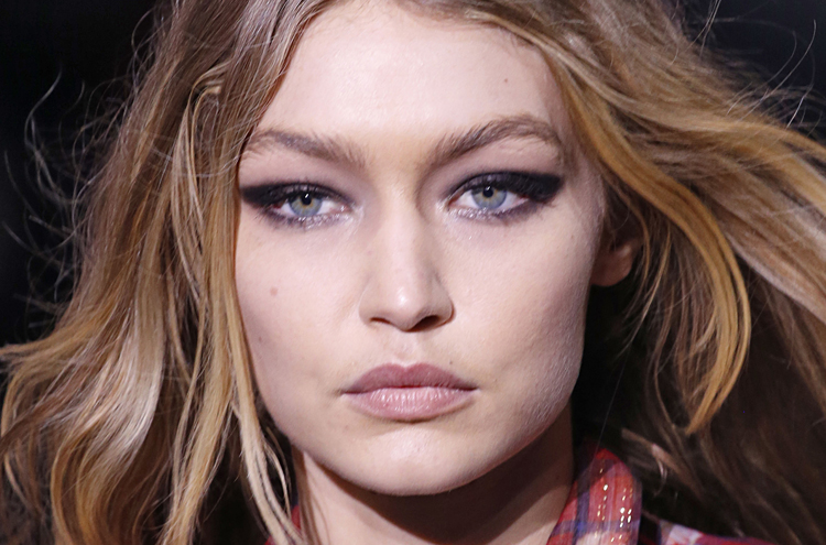 How to Get Sharpie-Black Eyes Like Gigi Hadid at Tommy Hilfiger